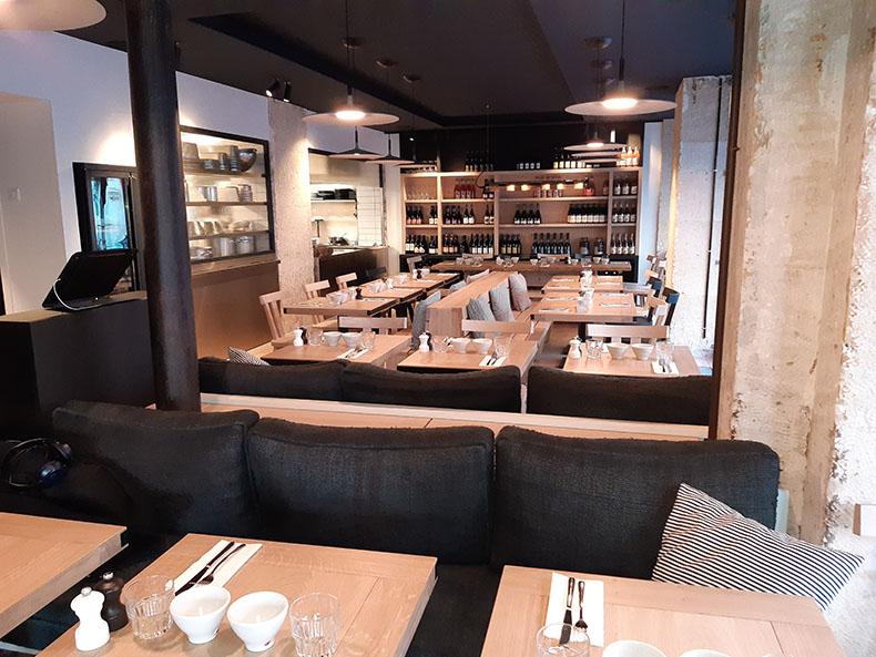banquette-restaurant-et-coussin-sur-mesure-paris