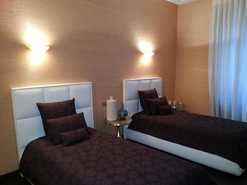 tête-de-lit-panneau-sur-mesure-chambre-d_hotel