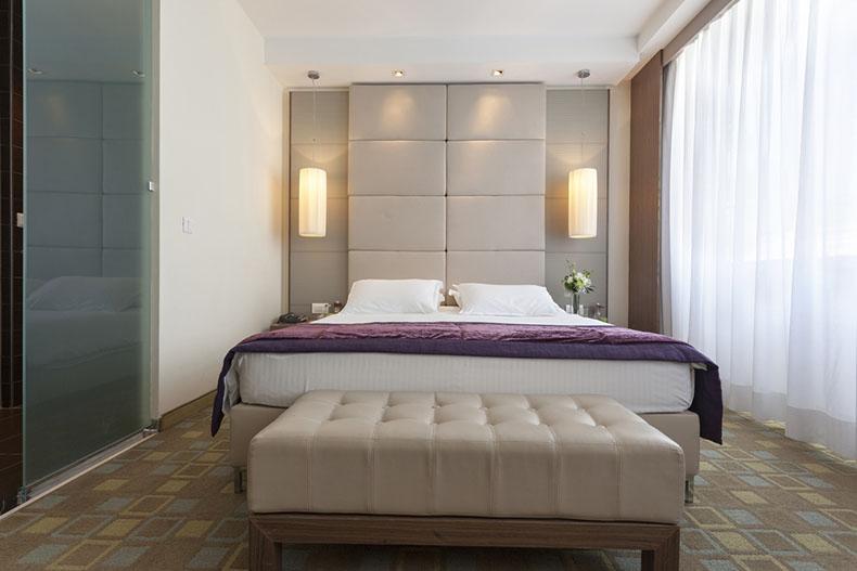 tête-de-lit-verticale-sur-mesure-hotel-paris