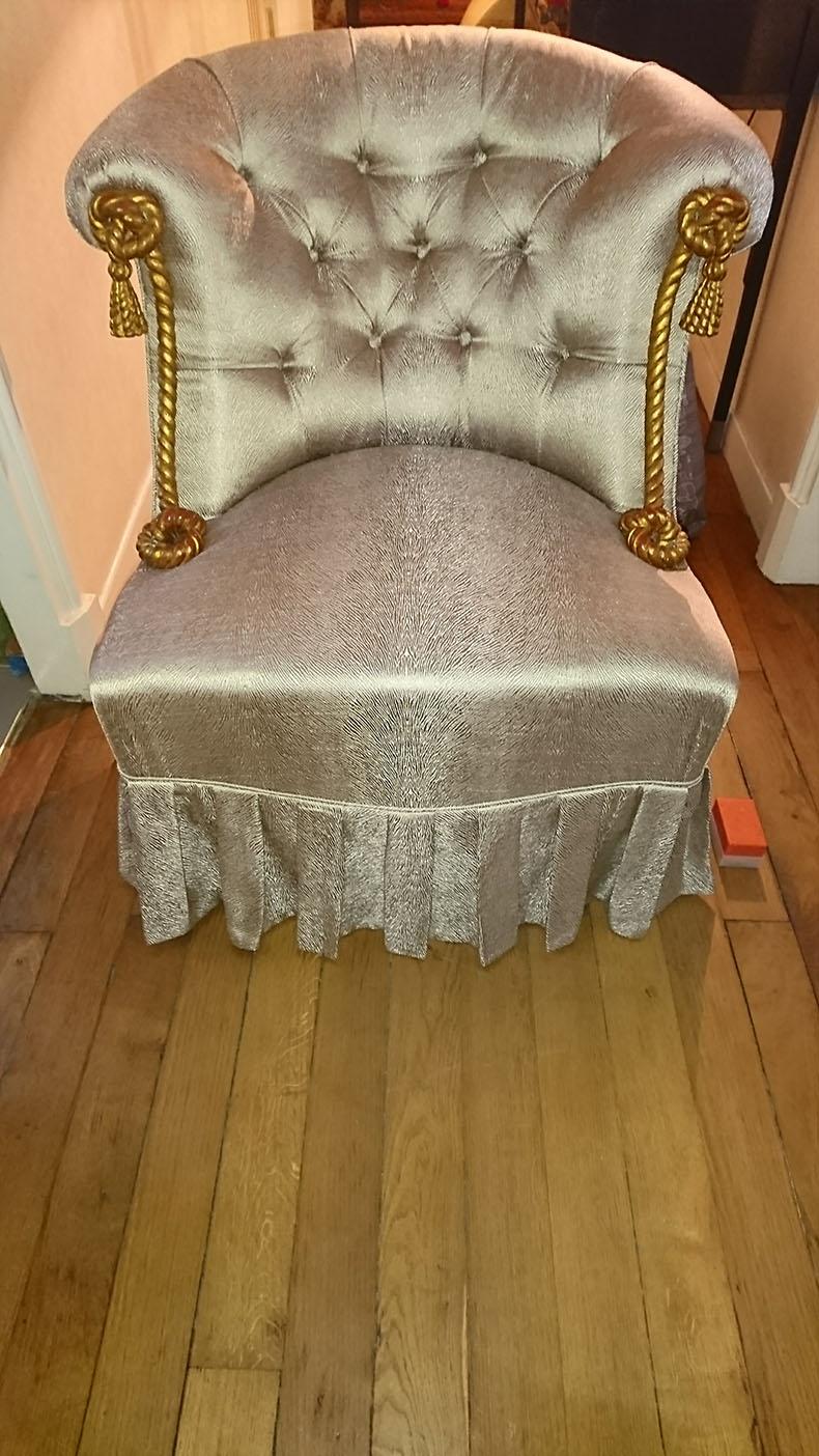 réfection-fauteuil-crapaud-avec-jupe-capitonnée-style-napoléon-iii-paris