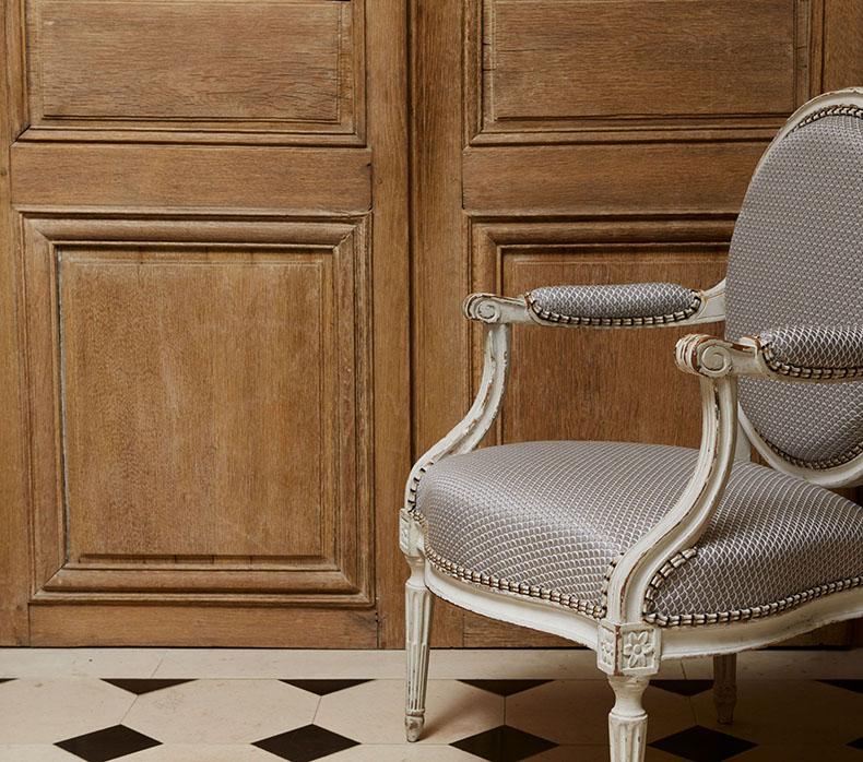 réfection-fauteuil-louis-xvi-médaillon-avec-double-passepoil