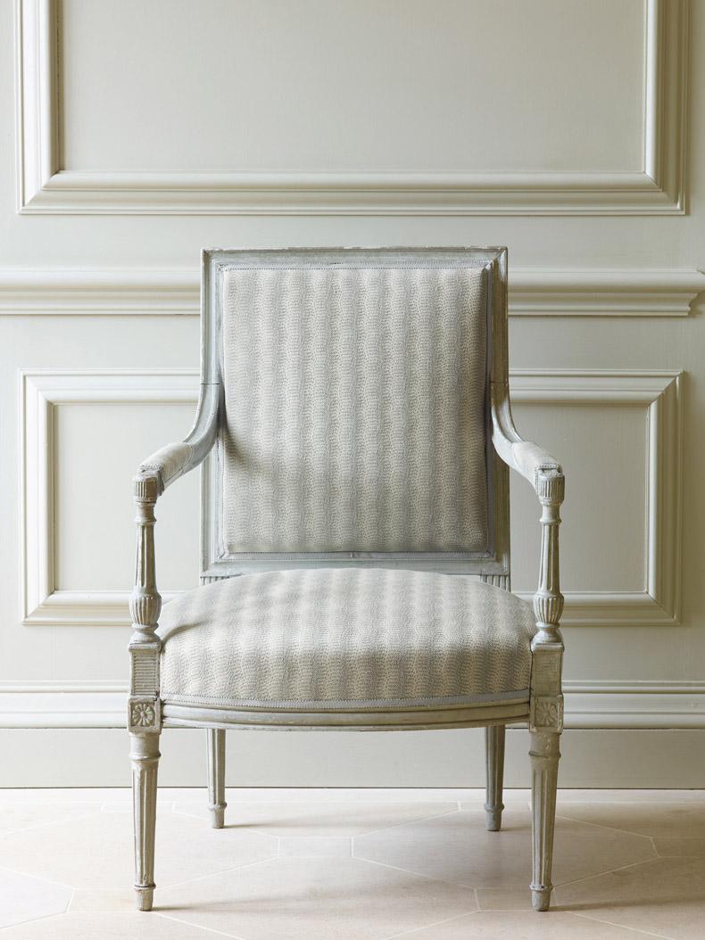 recouverture-fauteuil-louis-xvi-cabriolet-en-tissu-beige-paris