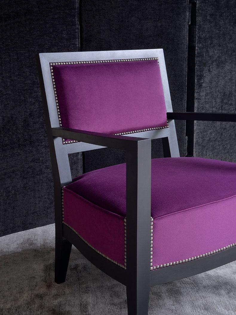 recouverture-fauteuil-en-velour-avec-clous-houles-paris