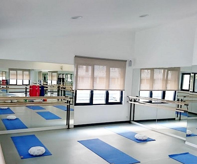 store-enrouleur-salle-de-gym-screen