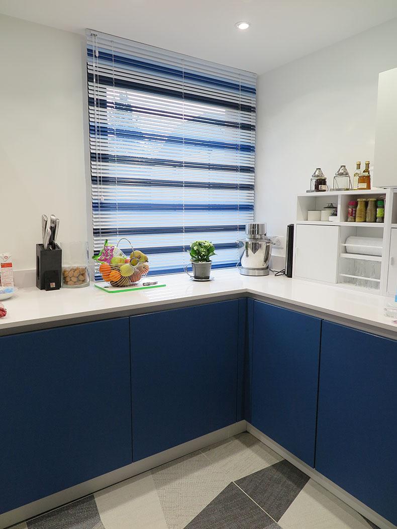 store-vénitien-aluminium-sur-mesure-cuisine-paris