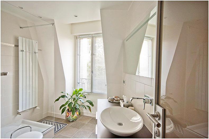 store-venitien-aluminium-salle-de-bain