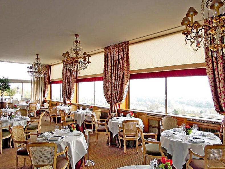store-bateau-grande-largeur-salle-de-restaurant