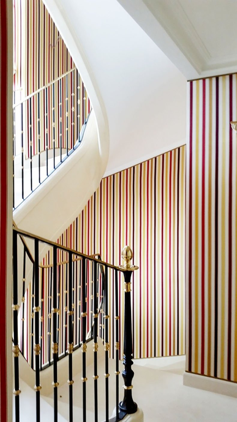 Paris Tenture Murale (Hôtel Particulier Iena Paris) Tissu : soie à rayures de chez Rubelli