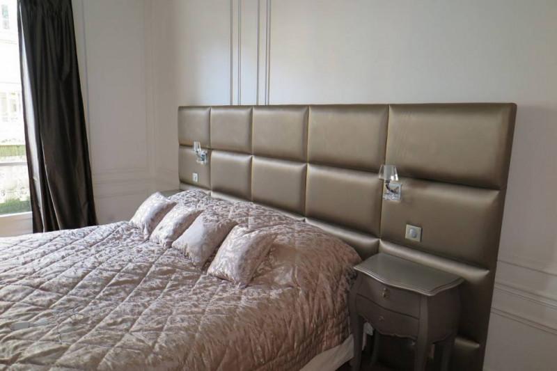 Tête de lit sur mesure avec incorporation des lampes de chevet Paris 16 ème